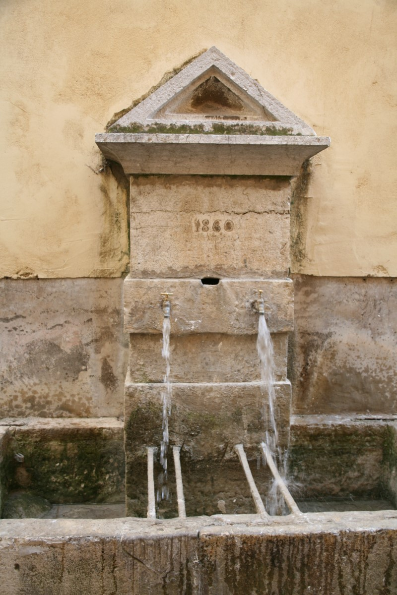 Photo Lavoir-fontaine rue Pontillac