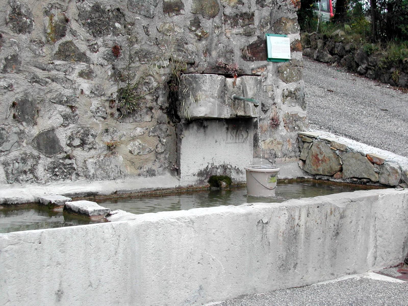 Photo Fontaine et lavoir du Plus Bas Village