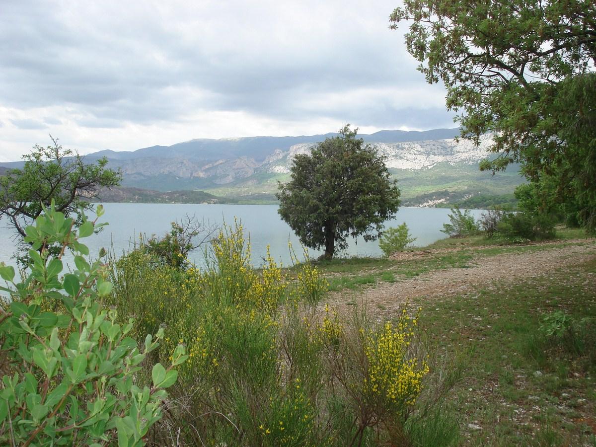 Photo Lac de Sainte-Croix et les plages des Ruisses, Margaridon, Vigne d'Aiguines et Chaloup