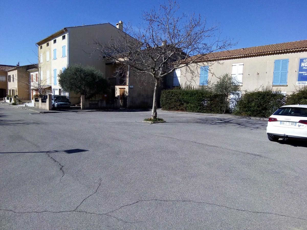 Photo Parking Place des iscles